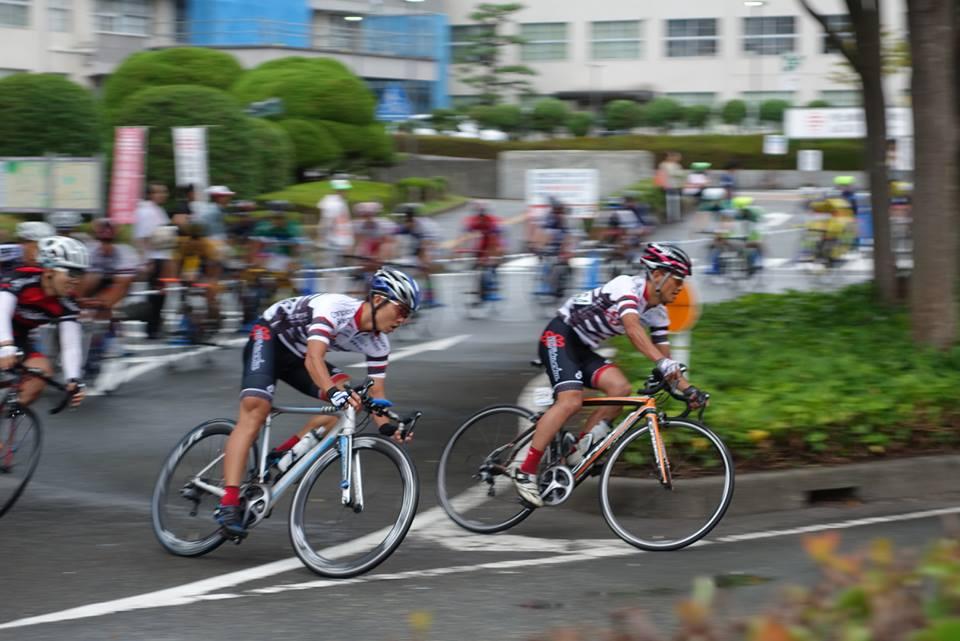 E3 中村やすし(右)赤木亮介(左)